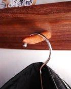 他の写真1: 【木製壁掛け棚/壁掛フック】タナフック ウォールナットモデル[ 壁面に機能と飾りを!]
