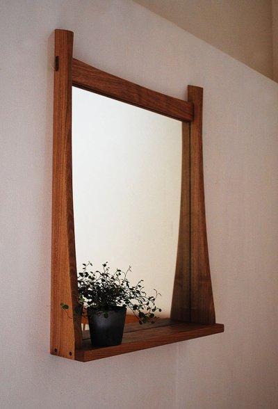 画像1: 棚付き壁掛け鏡soft50クルミ おしゃれでシンプル&ナチュラル 北欧風デザインミラー[壁掛け鏡&棚専門店イオリスペース]