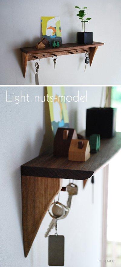 画像1: 【壁掛け棚/ウォールシェルフ】フック付き壁掛け棚 Light-nuts (ライトナッツ) 玄関にキッチンに多様に使える壁掛け飾り棚
