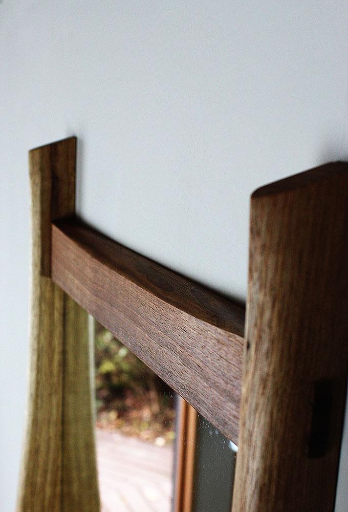 棚付き壁掛け鏡 soff40クルミ 貫部分
